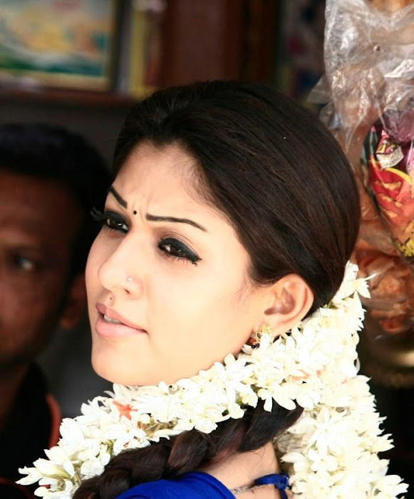 nayantara in half saree actress pics