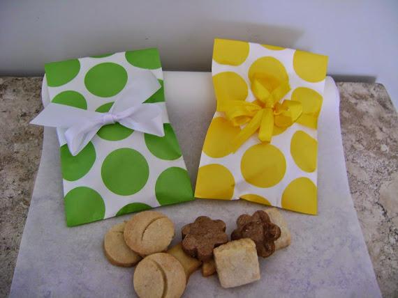 saquinhos de papel em diversas cores