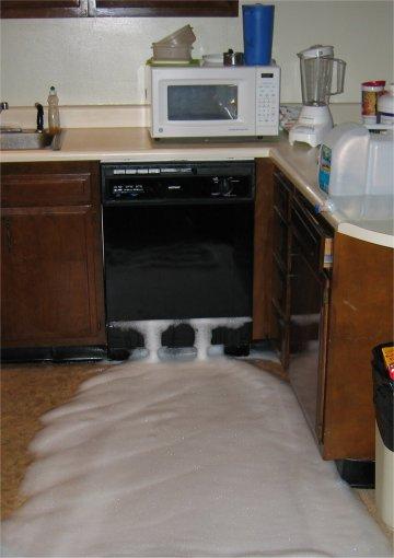 Käsitiskiainetta astianpesukoneeseen