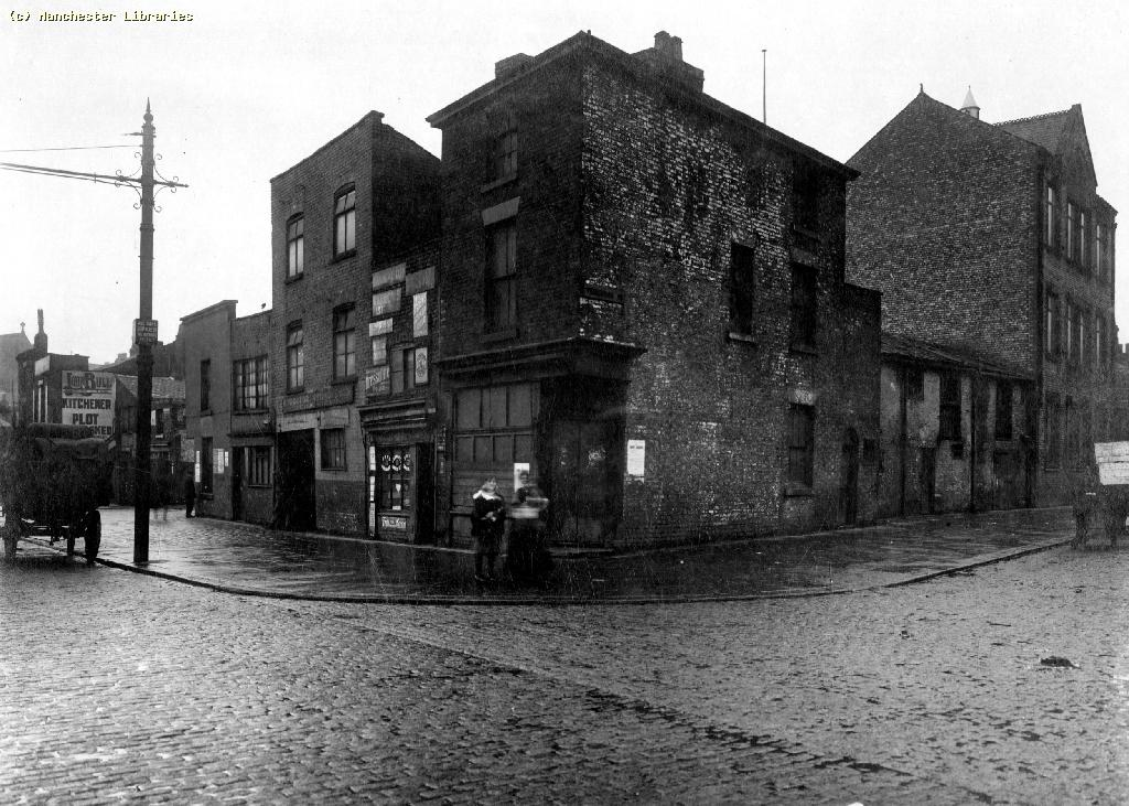 Andrew simpson on oldham road in 1916 looking for secrets for 9 kitchener street trafalgar