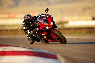 2011 Yamaha YZF-R1 Test Ride