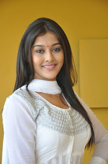Pooja Jhaveri Looks Really Beautiful in a Full White Salwar Suit Cute Pics