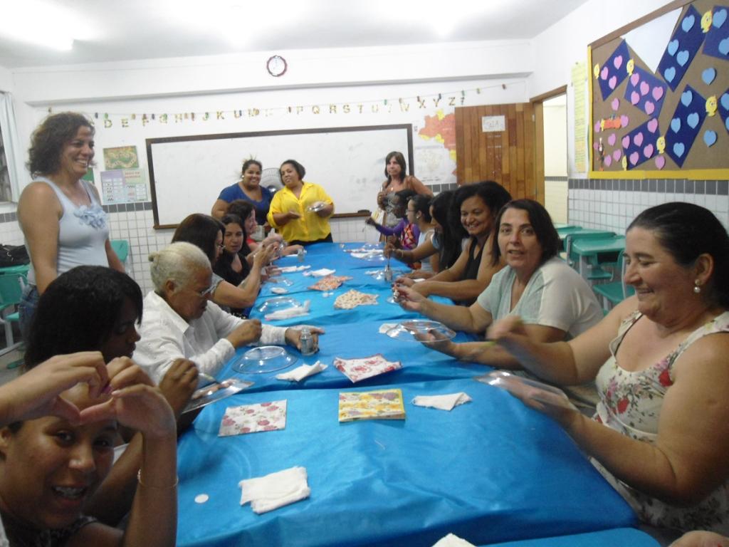 Alunas da EJA participam de oficinas artesanais