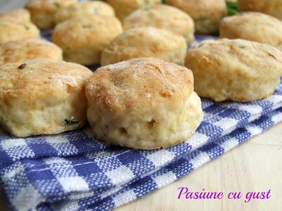 DSCF7796 Mini biscuiti cu crema de branza si chives