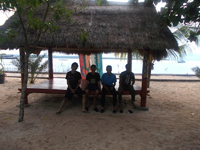 Di depan lapangan voli Desa Toyapakeh, Nusa Penida, Bali