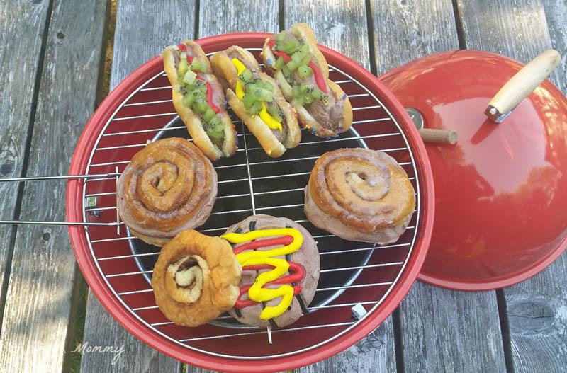 Make BBQ Ice Cream Treats With @BlueBunnyIC; display on a mini grill