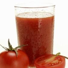 szklanka soku pomidorowego
