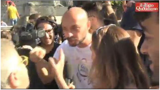 http://tv.ilfattoquotidiano.it/2014/10/18/unioni-civili-a-roma-coppie-a-chi-protesta-sai-che-michelangelo-era-gay/302906/