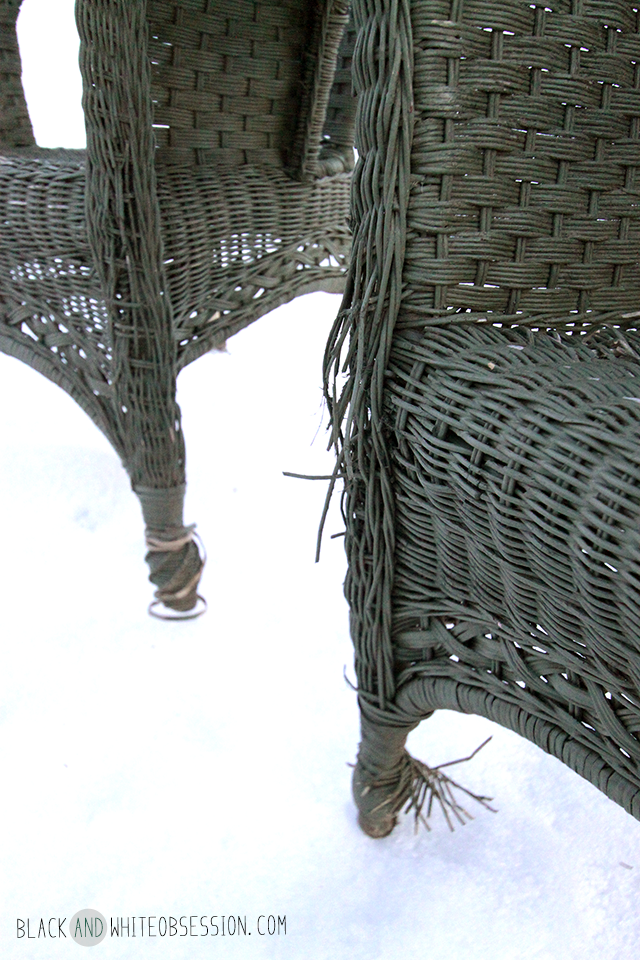 #thriftscorethursday Week 8 Dumpster Dive: Wicker Patio Set in need of some TLC | www.blackandwhiteobsession.com