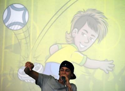 Panda Books 'ficha' a Neymar para llevar su carrera a los libros