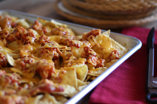 http://4.bp.blogspot.com/-Pu5skcwX6e0/ULdyVXGskFI/AAAAAAAAGQg/38CF3F2CSkI/s640/bbq+chicken+and+cheese+nachos+-+3.jpg