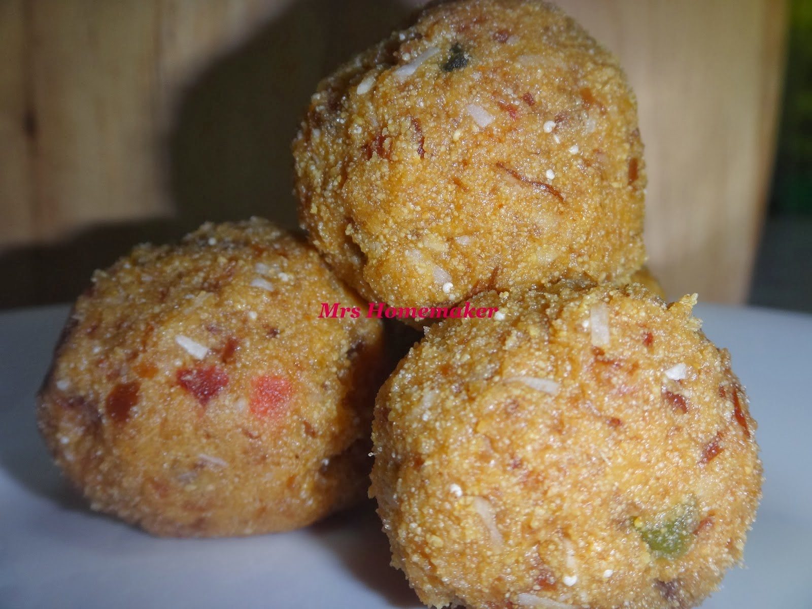 http://welcometotheworldofh4.blogspot.in/2013/03/moong-dal-dates-ladoo-without-sugar.html