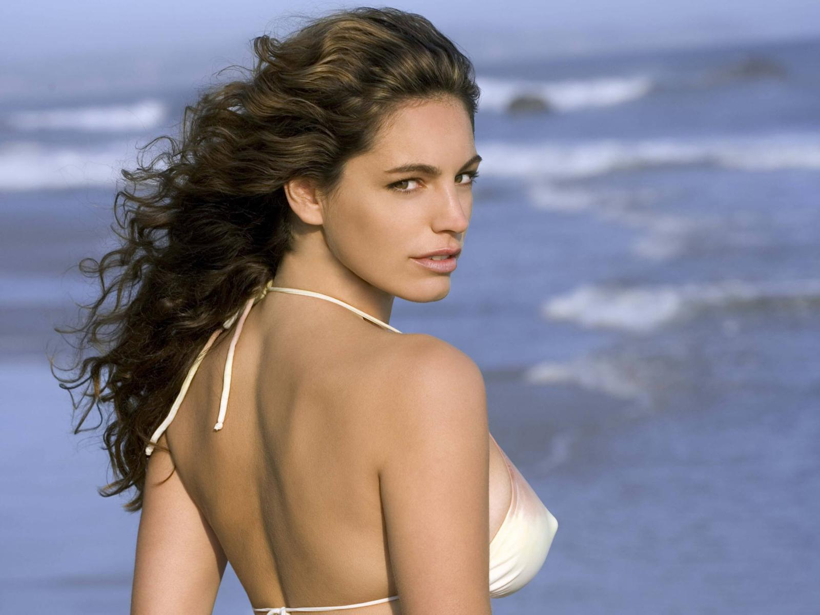 http://4.bp.blogspot.com/-PuXUiFTGfsE/TsPRUPXdTlI/AAAAAAAAF3A/C9Y8LABVMMY/s1600/kelly_brook_back_desktop_wallpaper_49034+%25281%2529.jpg