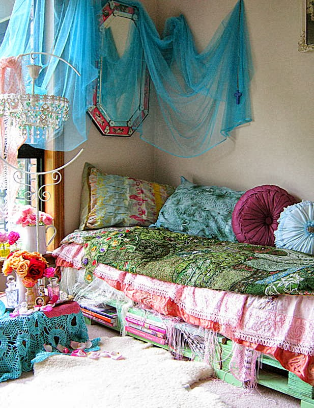 Vintageandart bohemian daybed for Bohemian style daybed