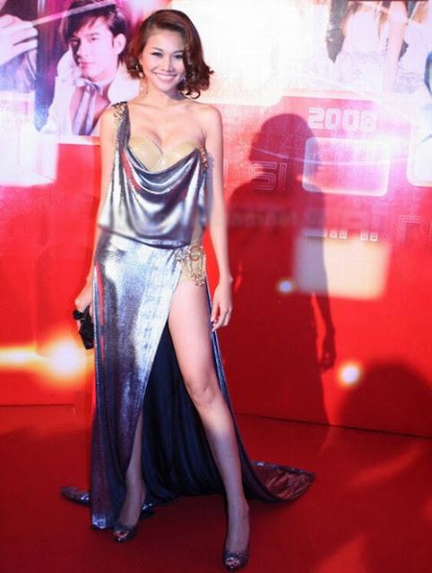 Trong làng mẫu Việt, Thanh Hằng là người đầu tiên diện váy xẻ cao bất tận.