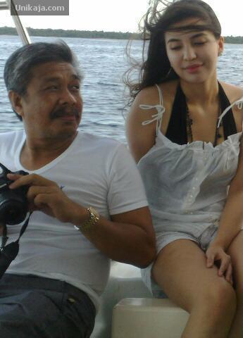 Foto Manohara Dengan Gubernur