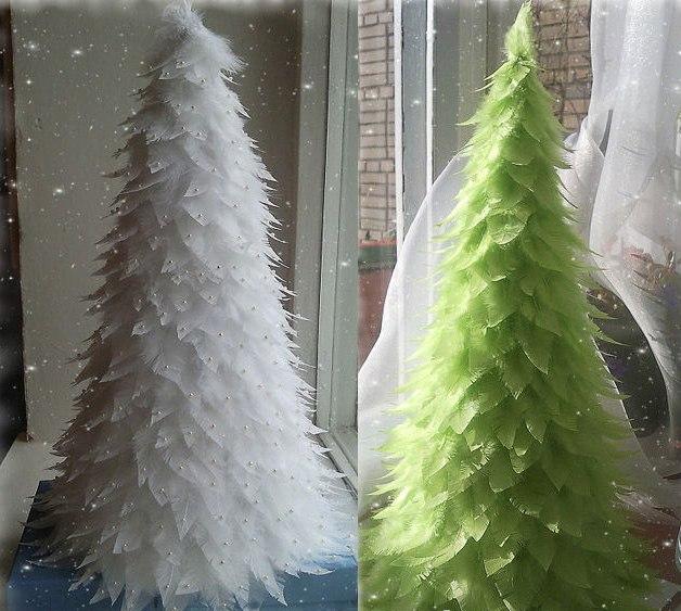 Как сделать елку из перьев своими руками