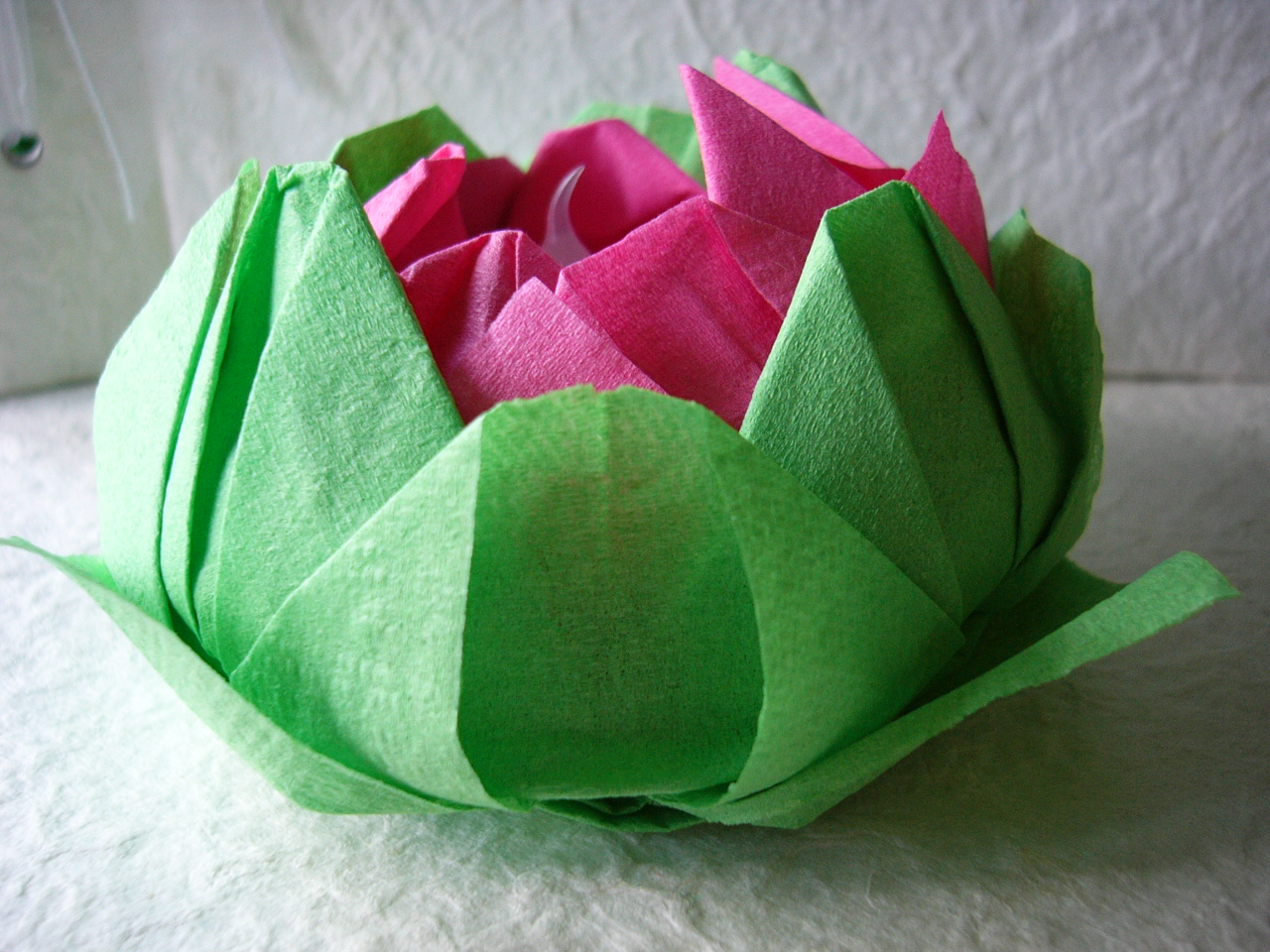 One love origami diy friday origami lotus candle holder for Diy paper lotus candlestick