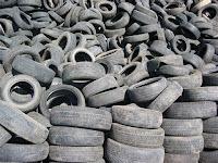 Pneus velhos prontos para reciclagem