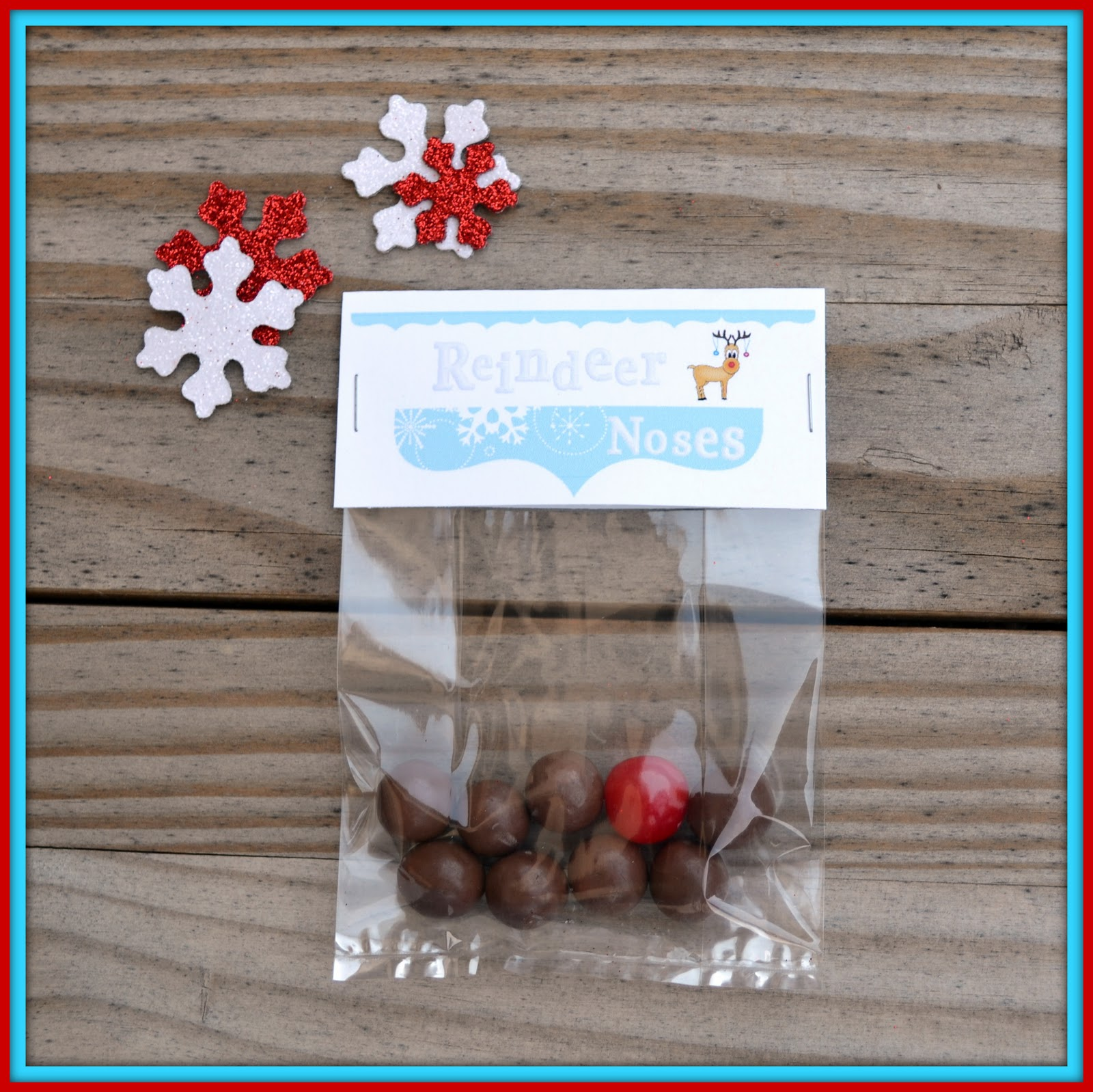Craftaphile: Free Printable Treat Bag Toppers for Reindeer Noses