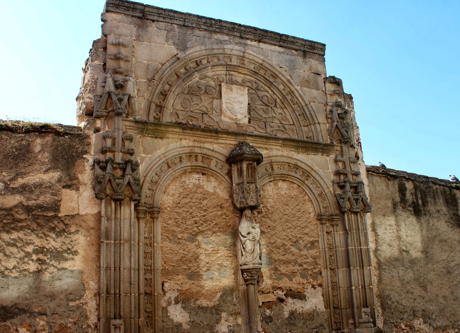 Restos de edificios religioso en Ávila