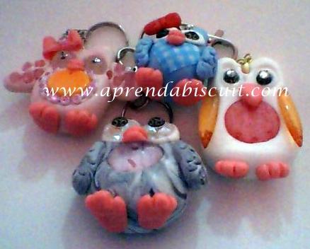 Modelos de corujas em massa de biscuit com contas