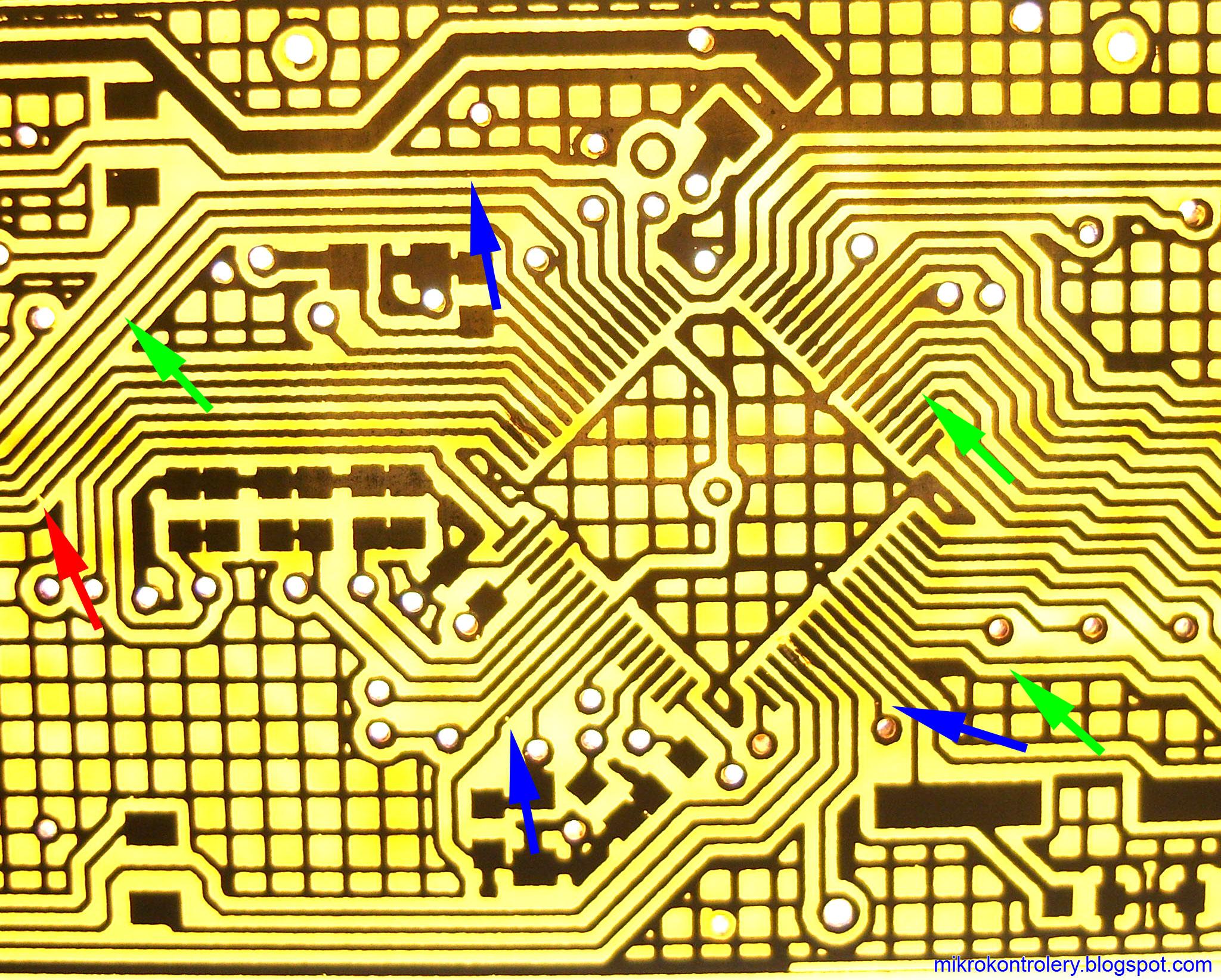 Płytka PCB po procesie cynowania chemicznego - zaznaczone problemy.