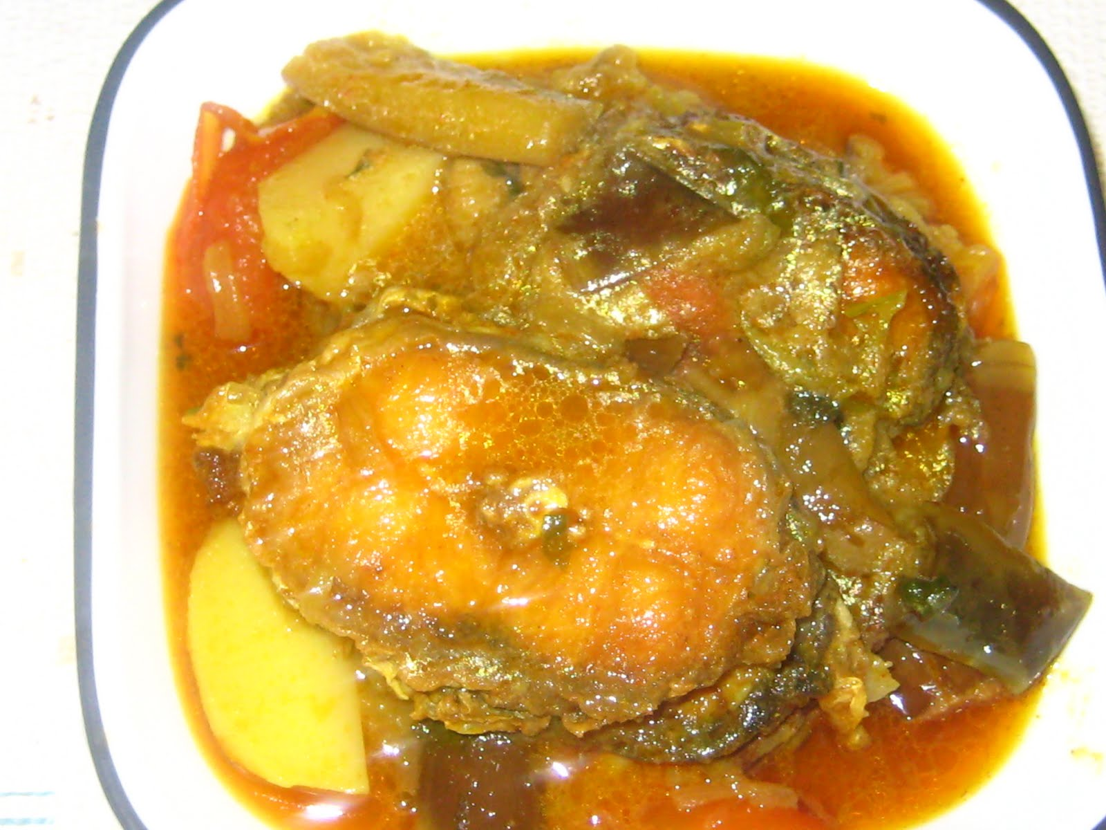 Rohu Fish Curry with Chinese Eggplant & Potato (Bengali Rui Fish Curry) ~ Lucky's Recipes