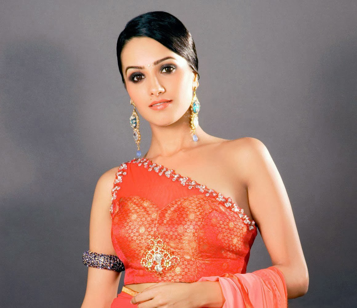 Anita Hassanandani Hot Bra nude pussy backless pics underwear visible big boobs cleavage