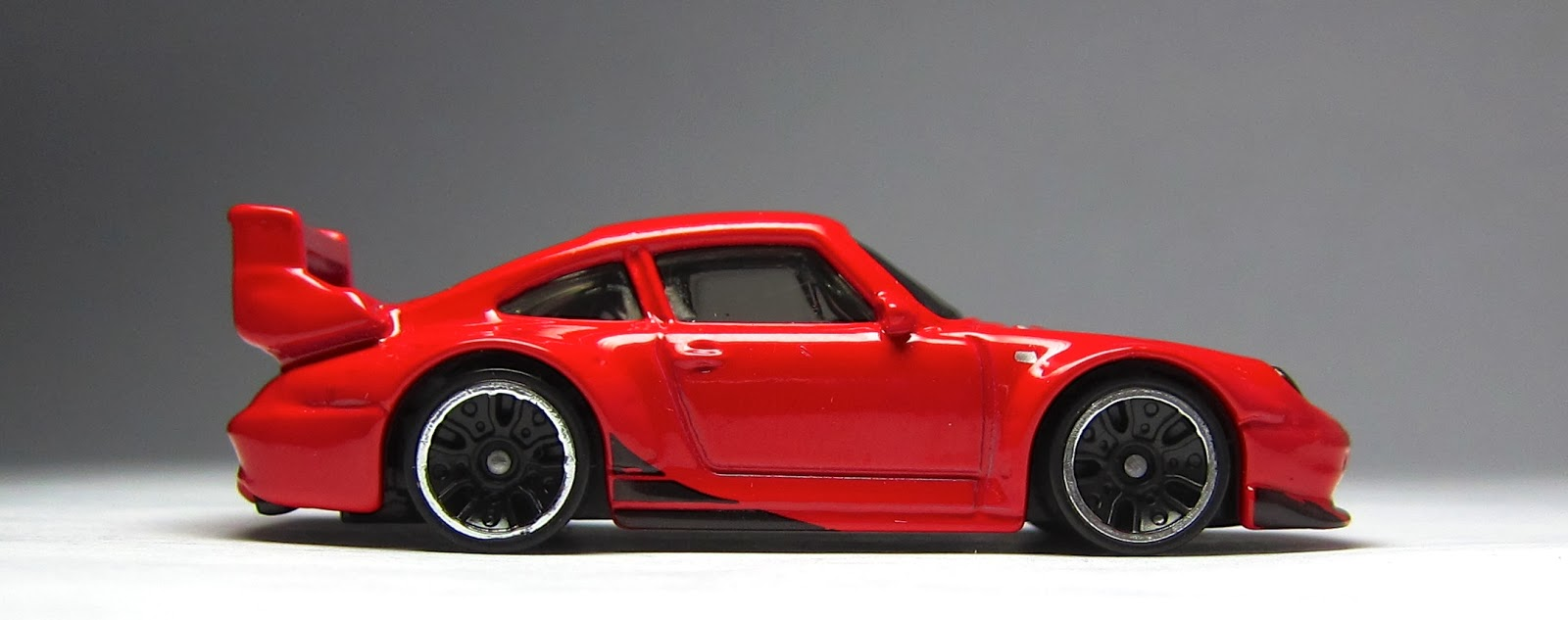 the lamley group just unveiled 2014 hot wheels porsche 993 gt2 in matte white. Black Bedroom Furniture Sets. Home Design Ideas