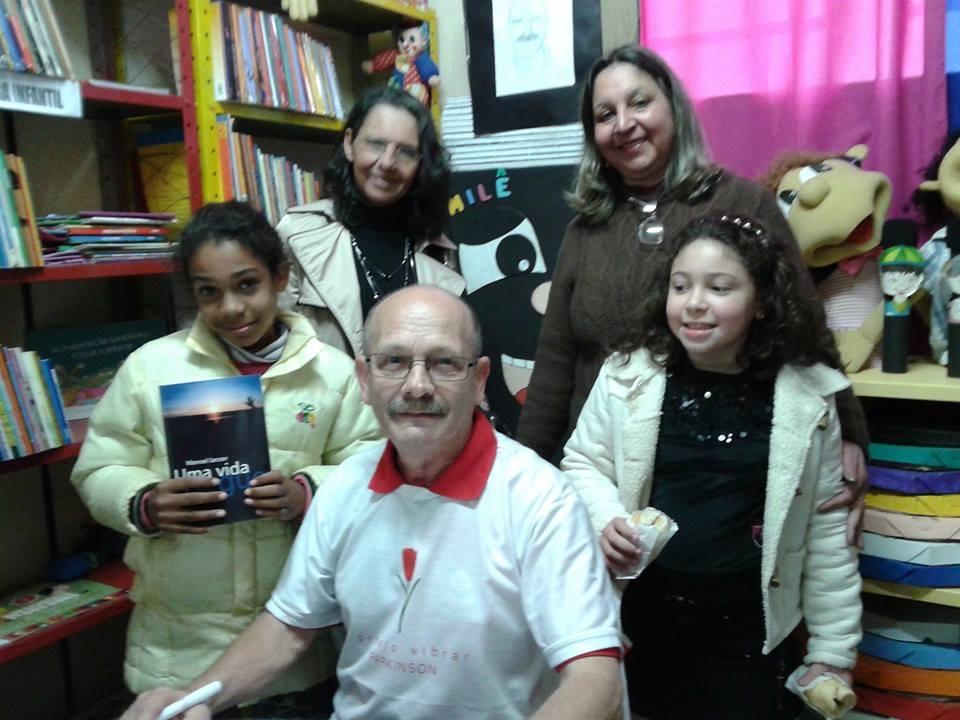 Professores e alunos - Escola Arnaldo Faria