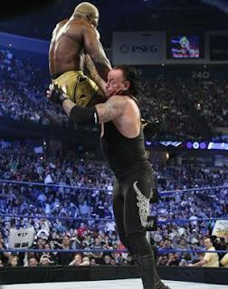 Undertaker dangerous chokeslam