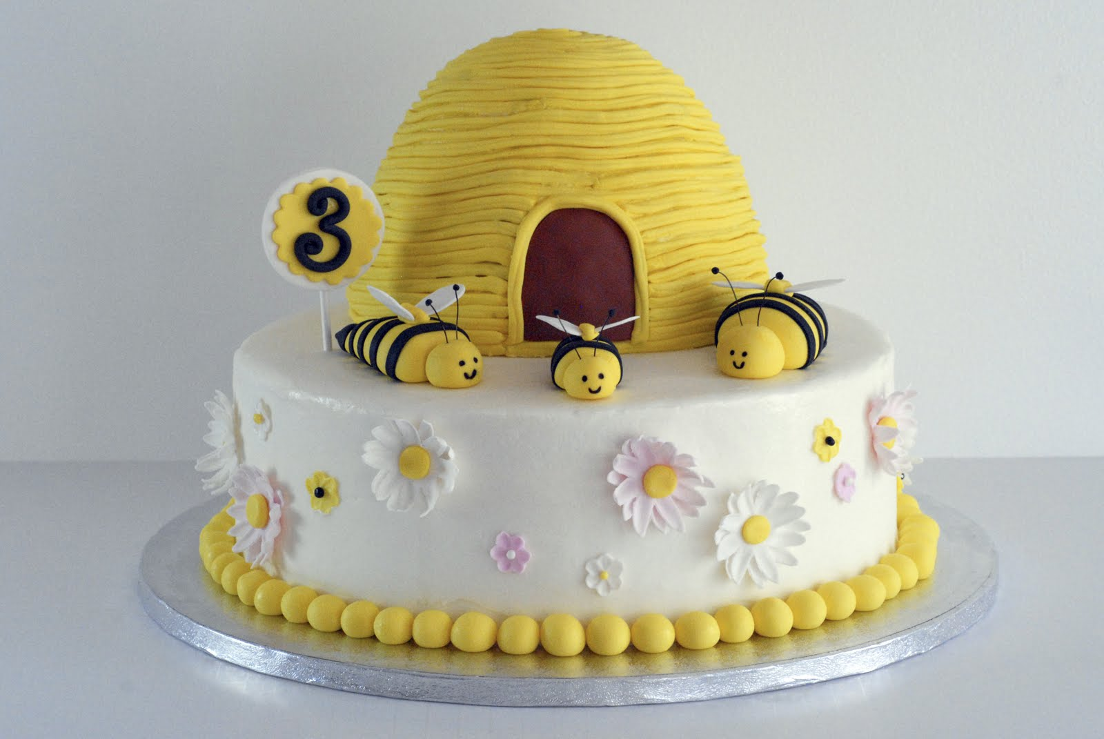 Sugar Bees For Cake Decorating