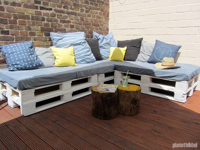 ein sommer auf gut hibbel outdoor l mmel lounge aus europaletten planet hibbel ein. Black Bedroom Furniture Sets. Home Design Ideas