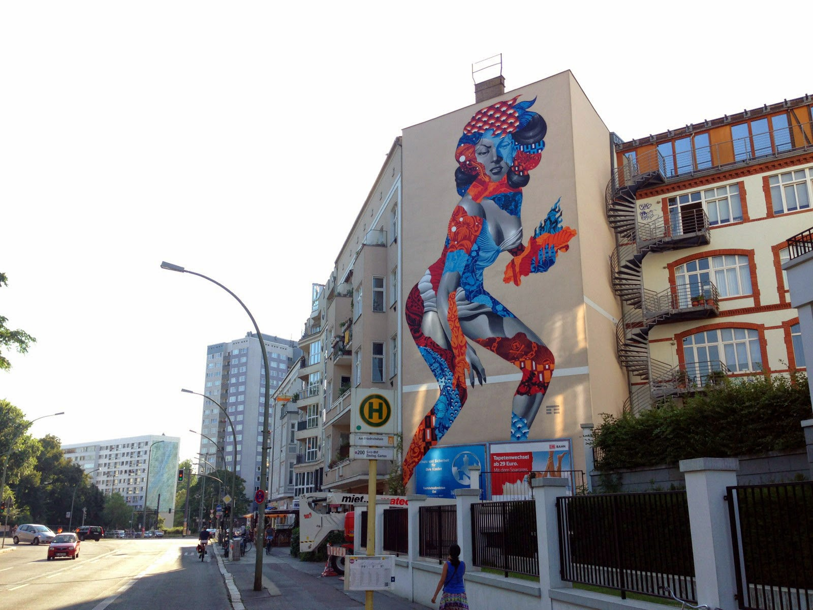While you discovered some progress images a few days ago, Tristan Eaton has now completed his monster piece for the One Wall project by UrbanNation.