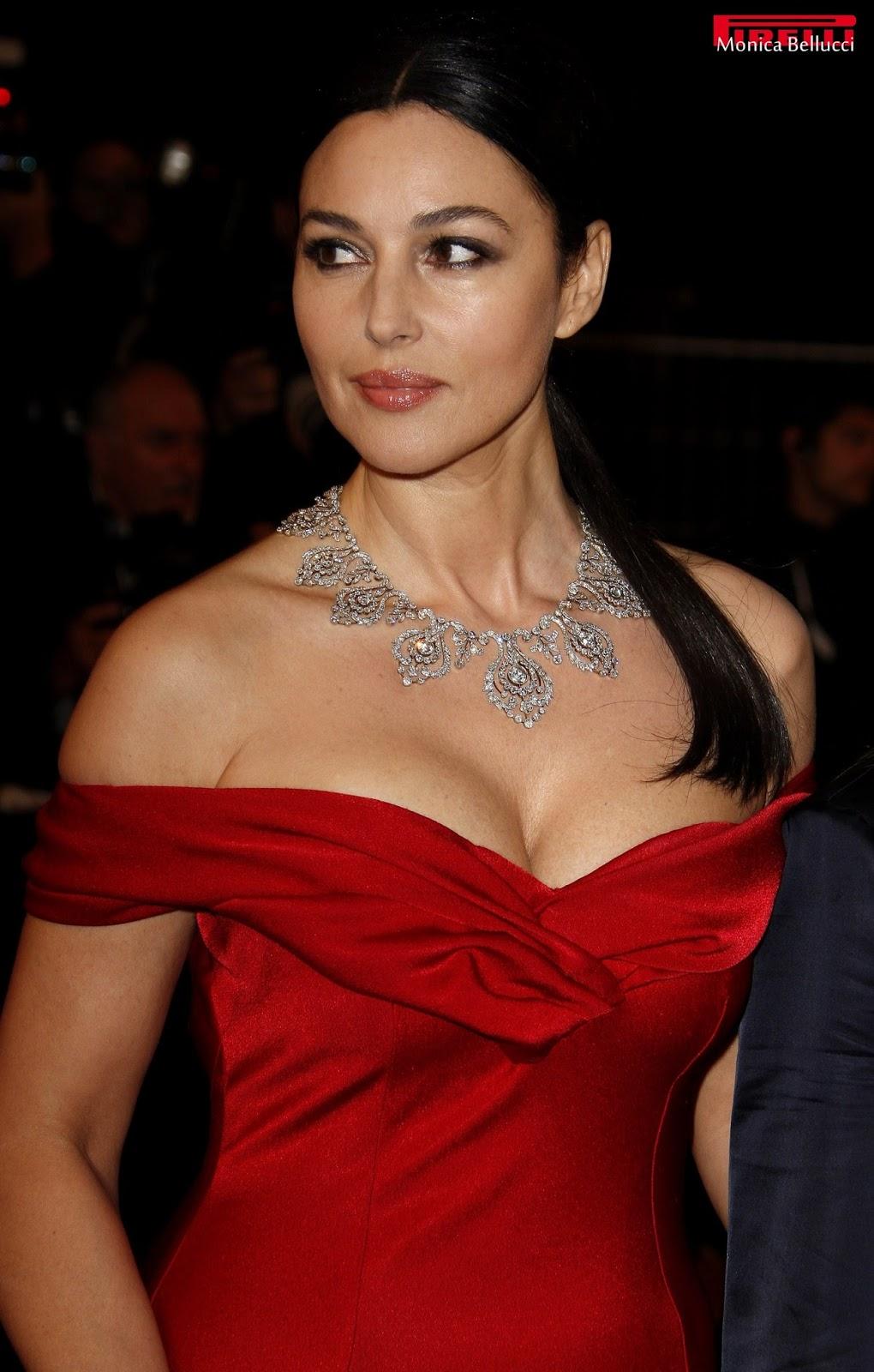 Hollywood Actress Moni...