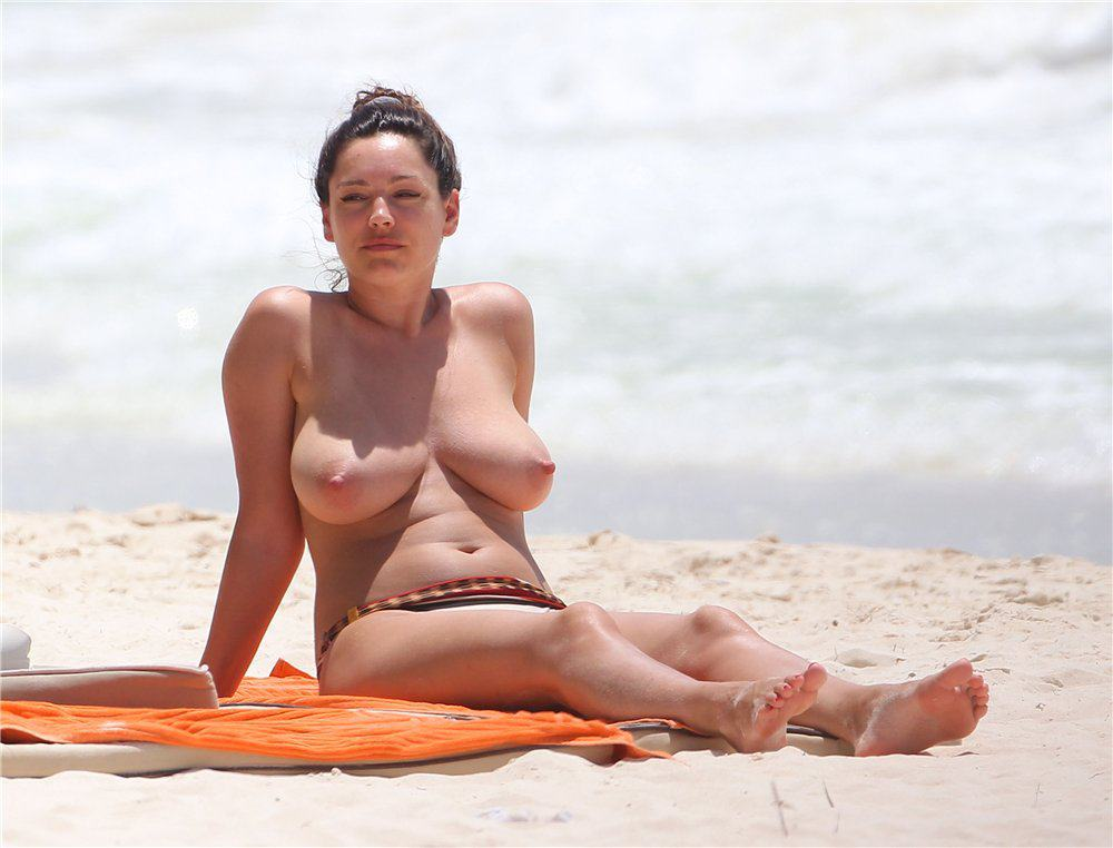 Kelly Brook Topless pics in cancun Mexico