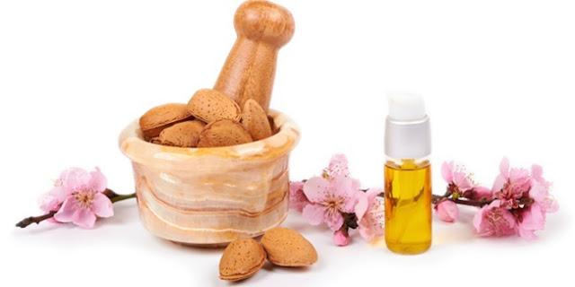 Almond Mengatasi Komedo dan Jerawat Batu