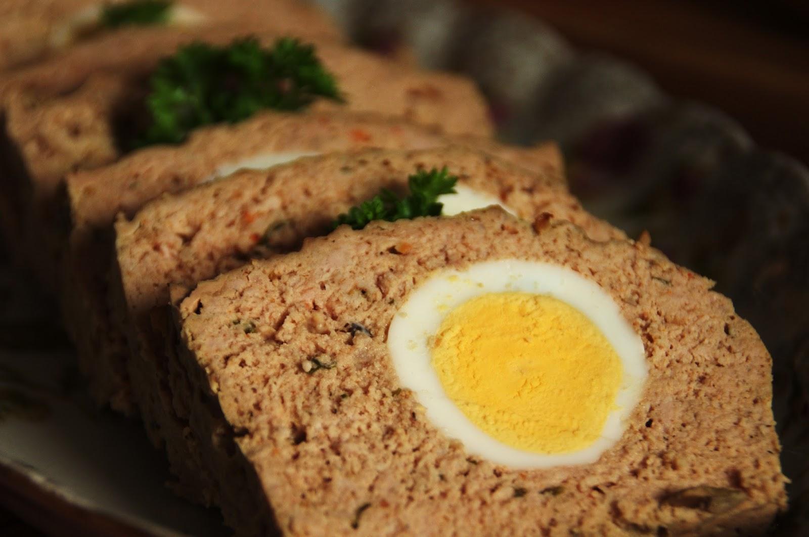 asado de carne con huevo duro