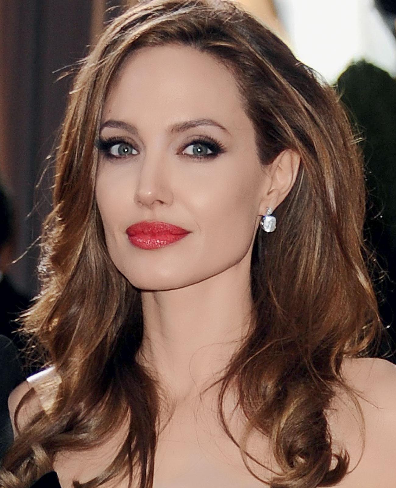 http://4.bp.blogspot.com/-Pz3peGXJ7Ek/UQ8XgJwGznI/AAAAAAAAMxA/DbZbZy0jA0E/s1600/Angelina+Jolie.jpg