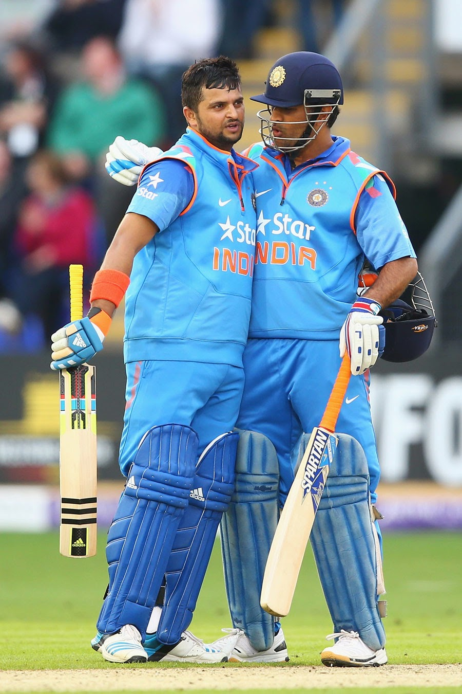 MS-Dhoni-Suresh-Raina-Englnad-vs-India-2nd-ODI-2014