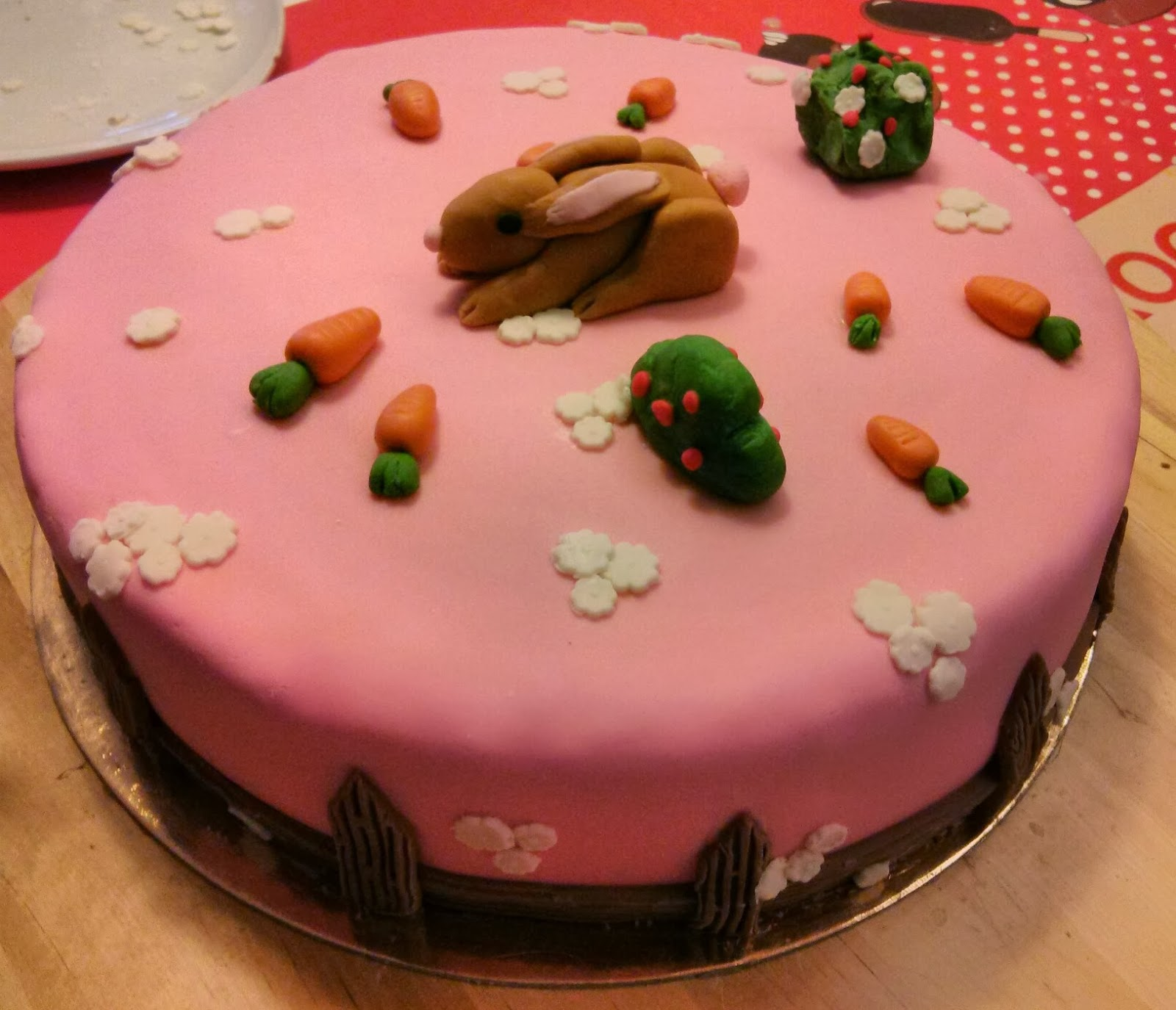 torta-coniglietto-coniglio-pasta-zucchero-carote-carotine