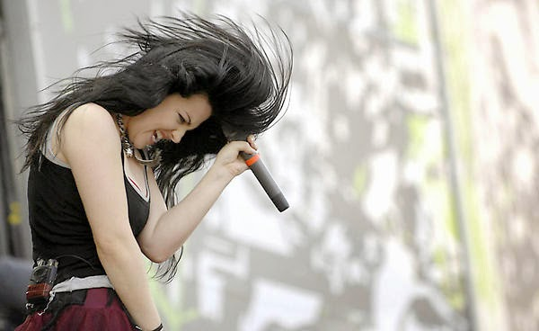 http://pictures4girls.blogspot.com/2014/11/american-singer-amy-lee-temptress.html