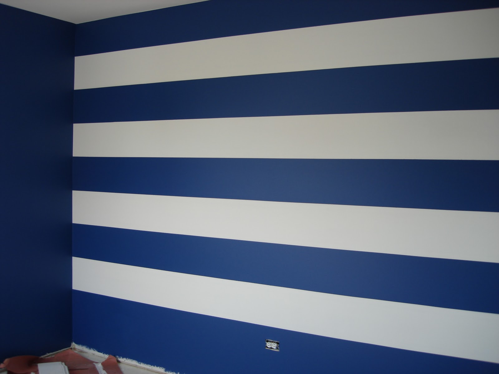 DG Style Striped Wall