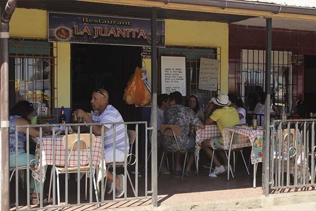 GLADYS Yévenes del Restaurant La Juanita (de TOMÉ) nos invita a degustar los mejores mariscales