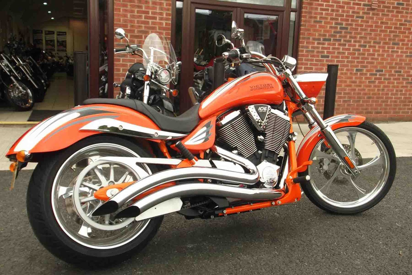 V-Twin, air / oil cooling system, fuel system addapted EFI (Electronic F