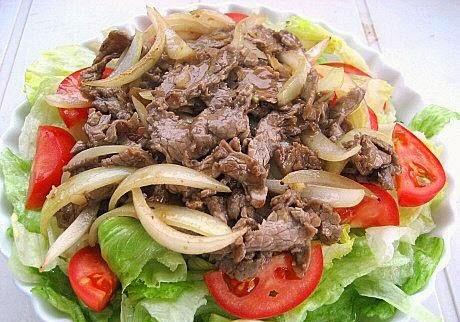 Stir-fried Beef with Ginger and Onions (Bò Xào Gừng và Hành Tây)