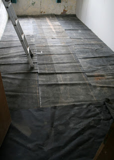 Covering the tiles for plastering the walls
