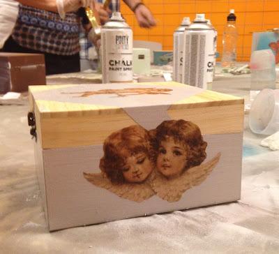 Taller pintar caja con ChalkPaint Spray y decorar con decoupage