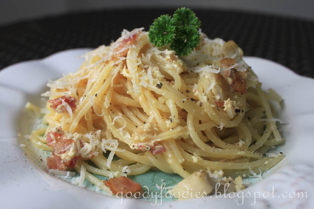 GoodyFoodies: Recipe: Spaghetti alla Carbonara with Mushrooms and Bacon
